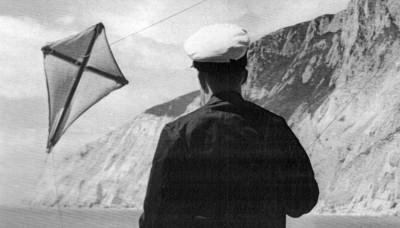 Beachy Head 1955 Kite Fishing crop.jpg